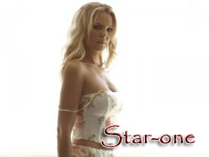 TOP-10 обладательниц самой красивой груди в Голливуде